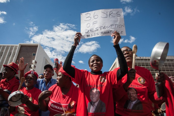 Manifestation-contre-president-Mugabe-Bulawayo-dans-ouest-Zimbabwe-16-juillet-2016_0_730_486