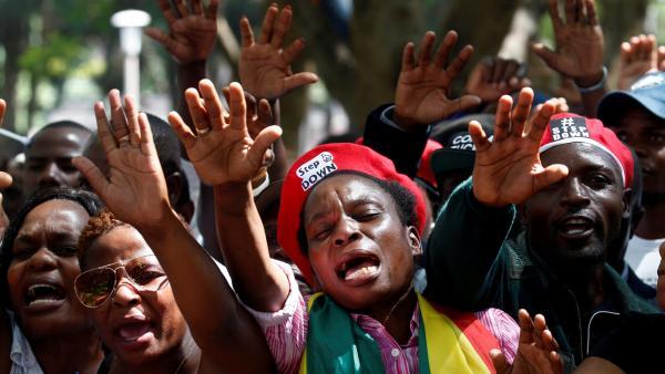 zimbabwe_manifestants_mugabe_robert_demission_parlement_harare_0