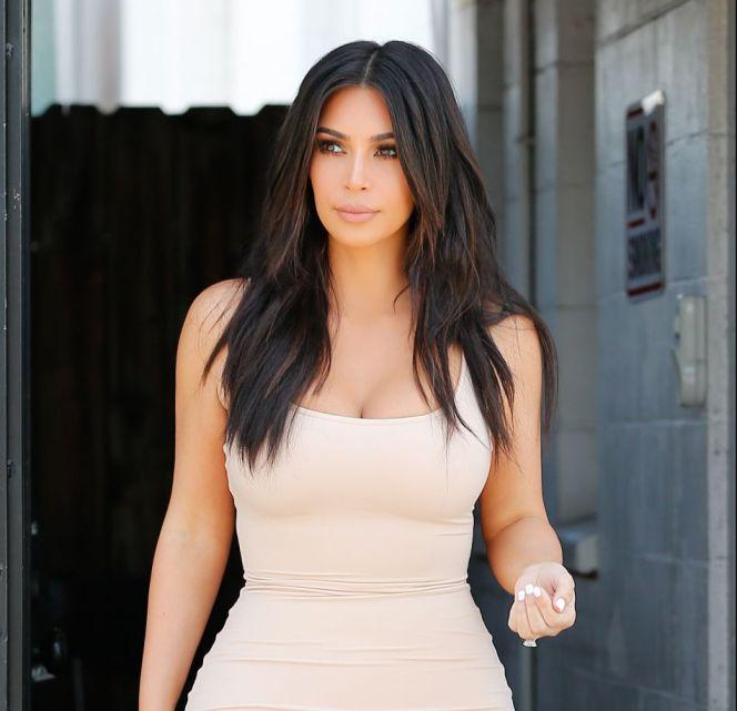 1833790-kim-kardashian-a-perdu-15-kilos-en-deux-950x0-3